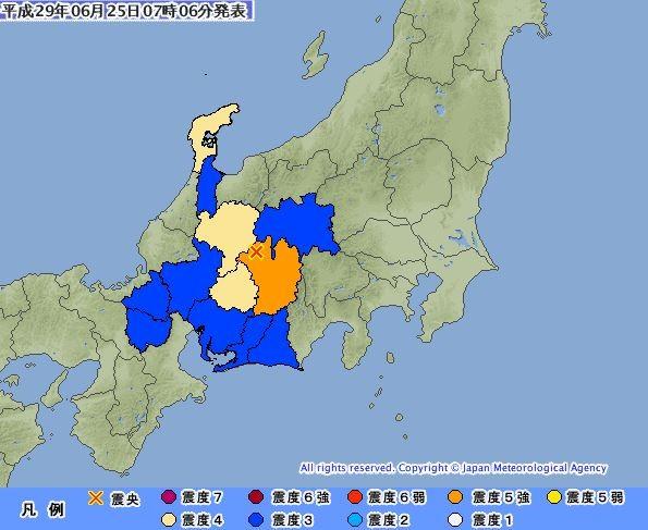 日本長野縣南部於今日當地時間早上7點2分發生一起規模5.7的強震,造成東海道新幹線一度停駛。(圖擷取自日本氣象廳)