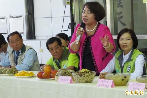 議長賴美惠說,台南國際芒果節及白河蓮花季活動正熱鬧登場,現在品嚐正是時候。(記者蔡文居攝)