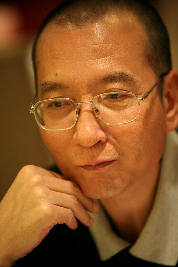 諾貝爾和平獎得主劉曉波(圖)今傳出因肝癌末期保外就醫;中國外交部發言人耿爽今表示,他不了解相關情況。(路透)