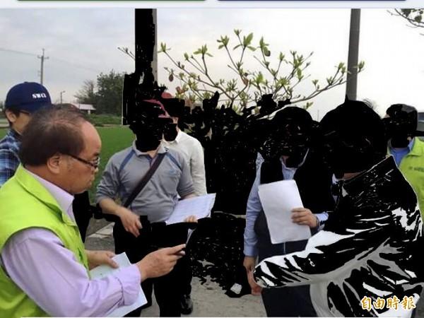 立委蘇治芬祕書林全合(左)涉農會賄選起訴,目前仍在蘇治芬虎尾服務處服務。(記者廖淑玲攝)