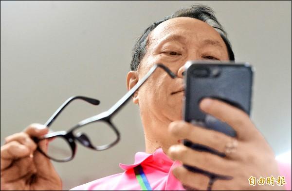 2G退場,用戶須轉用3G或4G手機,對高齡長者是一大考驗。(記者林正堃攝)