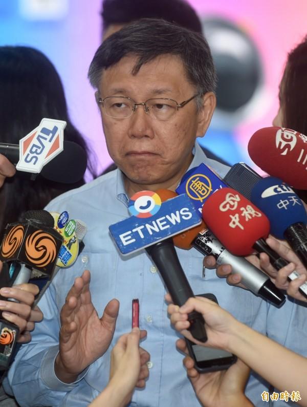 台北市長柯文哲今結束上海行,晚間9點45左右抵達松山機場,隨即在機場受訪,柯文哲表示,總結而言就是「突破僵局、平安歸來」8個字。(記者簡榮豐攝)