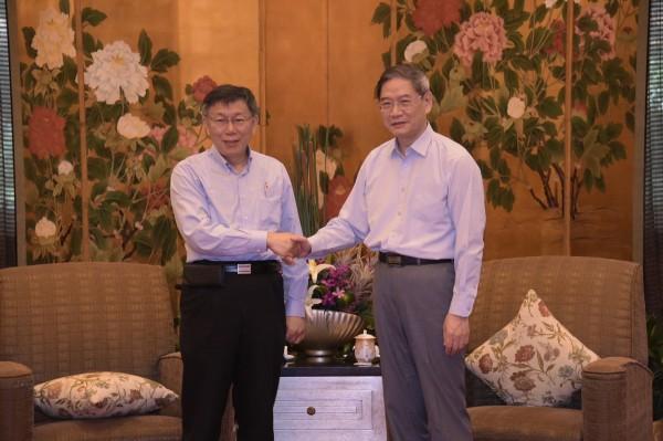 柯文哲與張志軍會面、握手致意。(北市府提供)