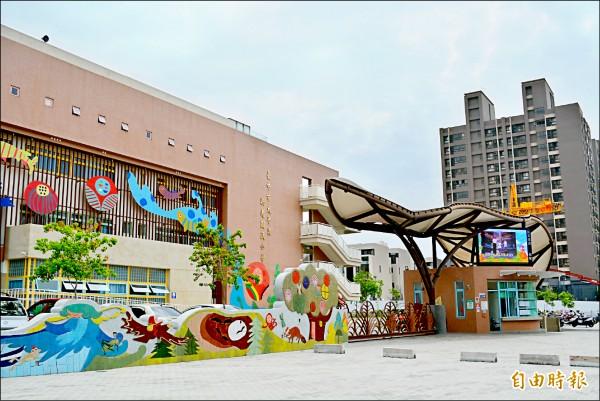 太平區新光國小教室不足,下學年學區有100多人需轉讀他校。(記者陳建志攝)
