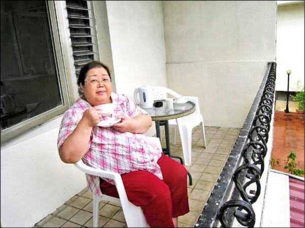 ▲糖尿病友謝綉敏2年前體重曾重達120公斤。 (記者王俊忠翻攝)