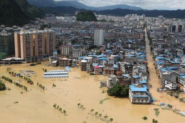 連日暴雨造成長江中下游受災嚴重。(路透)
