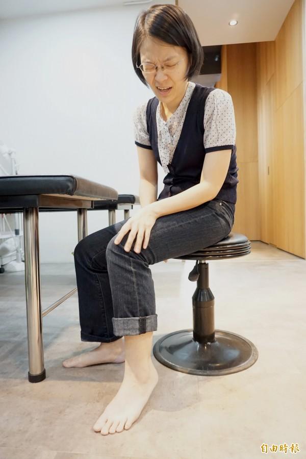 足底筋膜炎患者常在起床腳一踏上地板有如針刺劇痛。情境照,圖中人物與本文無關。(記者蔡淑媛攝)