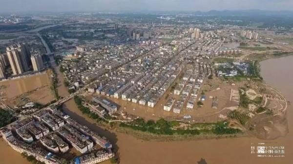 中國湖南遭受嚴重洪災。(圖翻攝自香港01)