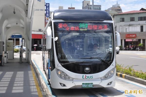 中市交通局開闢309號公車,從台中火車站出發,天天開往高美濕地。(記者蘇金鳳攝)