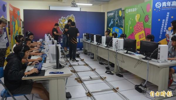 青年高中率中部高中職之先,設立「電競產業專班」,培育遊戲美學設計和賽事轉播等專業人才。(記者陳建志攝)