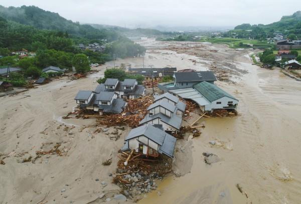 日本九州的暴雨災情,死亡人數已攀升到7人。(美聯社)