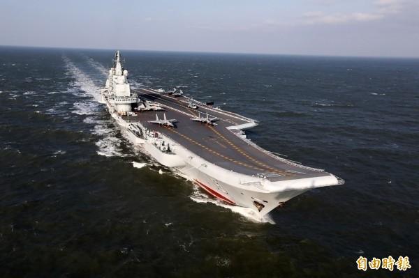 中航母遼寧號進入香港。(資料照,圖法新社)
