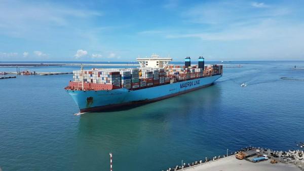 港務人士稱「麥司克麥金尼」輪為「大傢伙」。(記者黃旭磊翻攝)