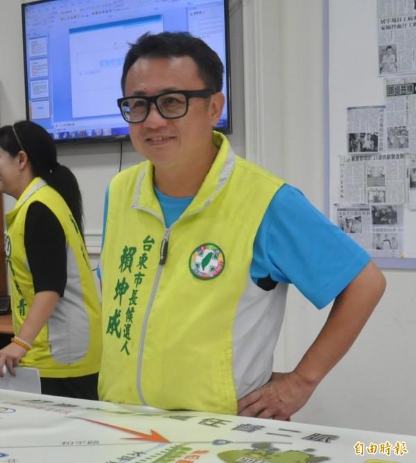 前台東立委賴坤成(圖)今天(9日)在臉書上表示,去年尼伯特颱風重創台東,他為了協助救災差點破產。(資料照,記者黃明堂攝)
