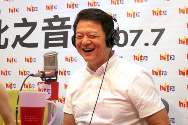 前台北縣長周錫瑋接受廣播節目專訪,坦言國民黨主席當選人吳敦義詢問過他參選新北市長的意願。(圖由Hit Fm《蔻蔻早餐》製作單位提供)