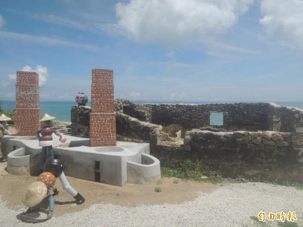 天堂路旁創意設計魚灶,讓遊客有參觀景點。(記者劉禹慶攝)