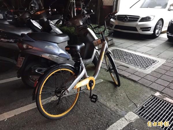 新北市禁止oBike停機車格並拖吊是否違法,交通部表示沒有。(記者陳炳宏攝)