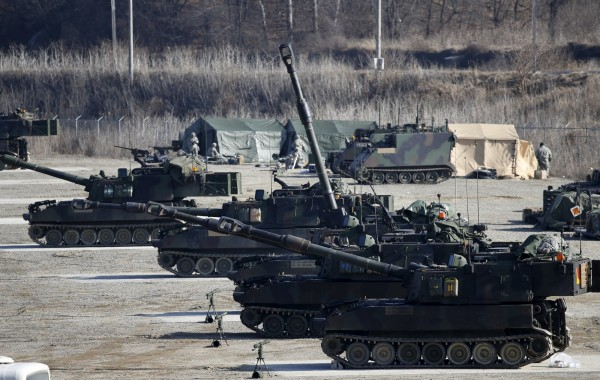 陸軍內部討論結果為主張火砲應朝機動化發展,原本被暫緩的M109A6自走砲採購案因此「敗部復活」,成為軍購首選。(路透)