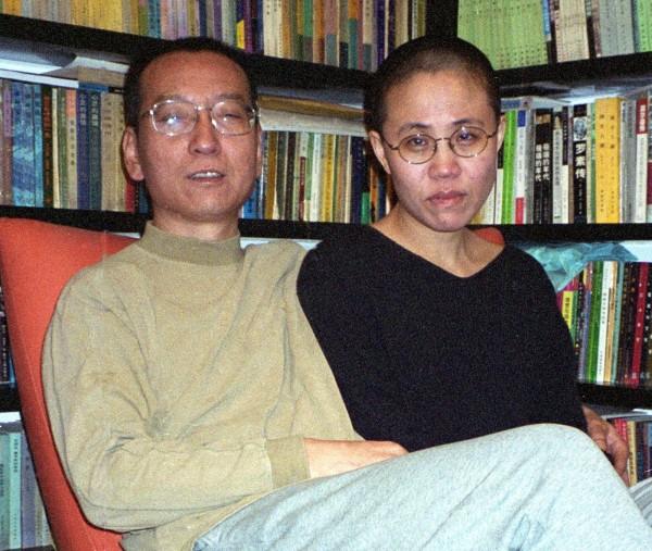中國異議人士、諾貝爾和平獎得主劉曉波,和妻子劉霞從相識、結婚到入獄或軟禁,都從未放棄過彼此。(法新社)