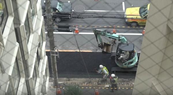 Youtuber 阿倫正巧拍到屋外馬路在施工,用縮時影片讓大家看到日本人的施工品質。(圖片由Alan Channel / 阿倫頻道 授權使用)
