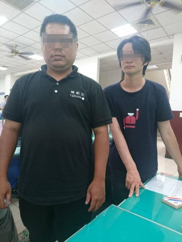 王(左)、林(右)2嫌自稱可以預購iPhone 8,騙走80多萬元。(記者何宗翰翻攝)