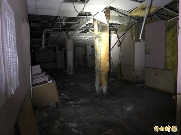 吳姓男子翻牆侵入廢棄醫院,意外發現有人上吊身亡多月。(記者陳恩惠攝)