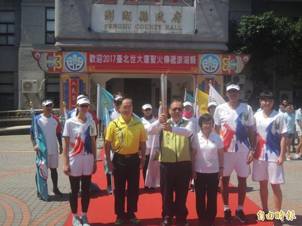 世大運聖火離島首站行程,在澎湖縣政府前廣場舉行。(記者劉禹慶攝)