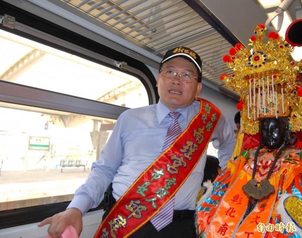 彰化南瑤宮媽祖「彰化媽」搭火車赴烏日會師,信眾花了18元為媽祖購買1張車票。(記者湯世名攝)