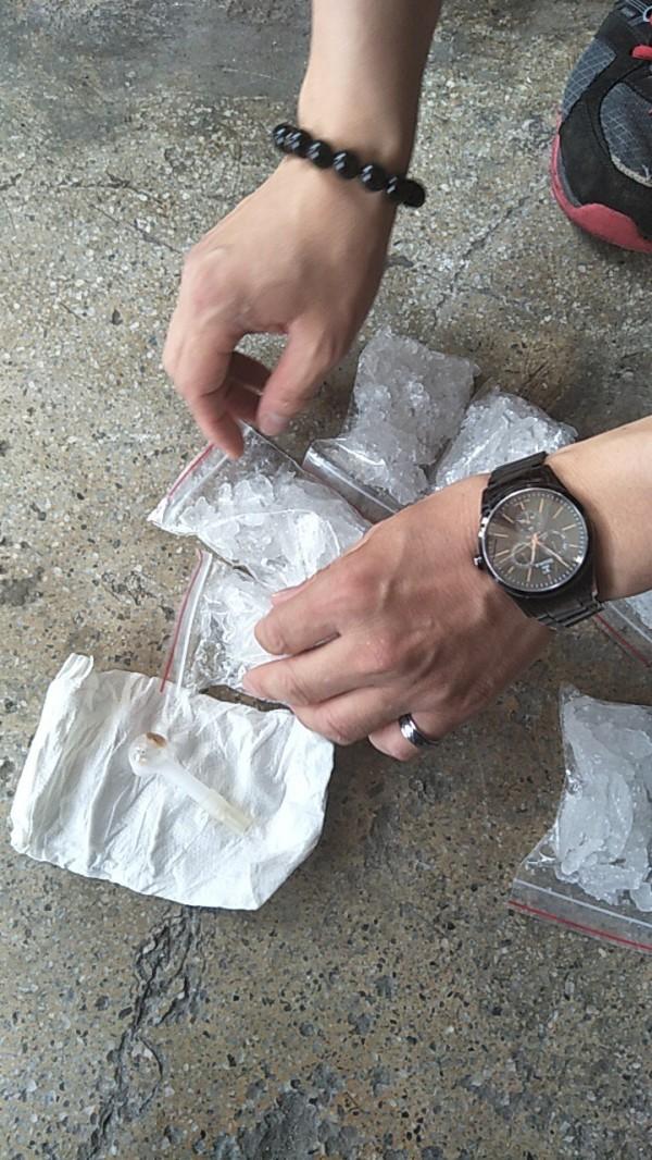 警方調查,女童父親是藥頭,目前人在監獄,案發時父親的蕭姓友人在女童住處注射海洛因,並有一包海洛因成品。圖為海洛因。(資料照,記者李容萍翻攝)