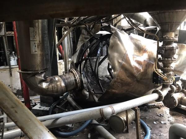 台硝桃園廠發生硝化棉脫水槽爆炸的工安意外,機具面目全非。(記者陳昀翻攝)