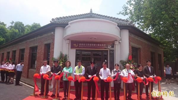 台南市文資建材銀行開幕,收受舊建材、也提供南市文化資產修復或歷史街區老屋修繕。(記者劉婉君攝)