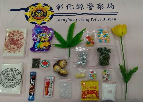 毒品進化!彰化縣警局少年隊公布以巧克力、速食麵包裝的毒品,容易使青少年誤食。(記者湯世名翻攝)