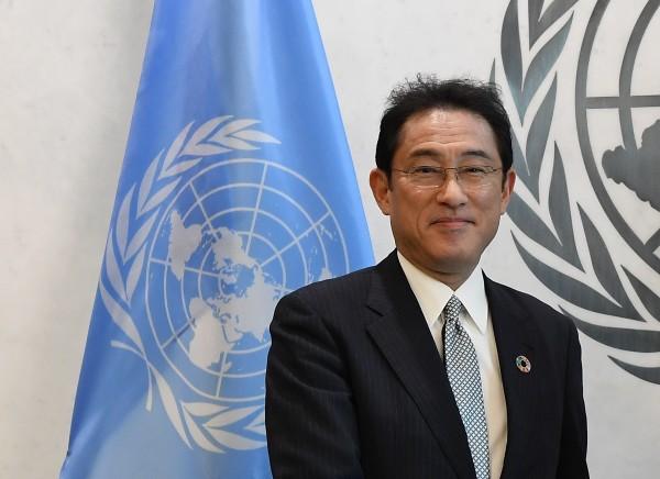 日本外相岸田文雄前往紐約聯合國總部演講時,表示將資助年輕人新台幣306億元。(法新社)