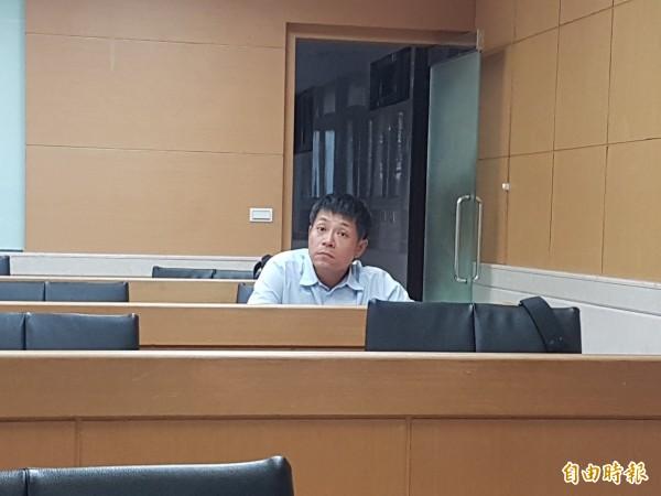 涉案牙醫師葉義輝,訊後被依涉詐欺等罪,諭令60萬元交保。(記者錢利忠攝)