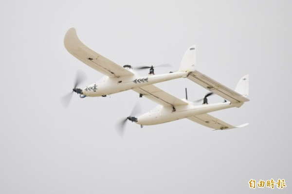 無人機在天上遨翔,有可能影響飛航安全!(資料照,記者顏宏駿攝)