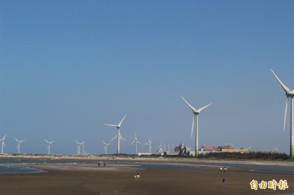 目前彰濱工業區陸上風機林立。(記者張聰秋攝)