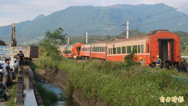 台鐵莒光號列車,去年因鐵軌高溫變形,去年六月出軌。(資料照)