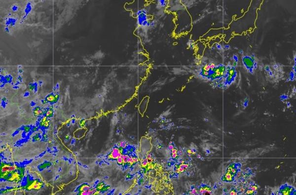 天氣風險公司總經理彭啟明今天早上撰文指出,菲律賓東方與日本東南方海面都有熱帶低壓發展,未來幾天恐發展成颱風。(圖截自彭啟明臉書)