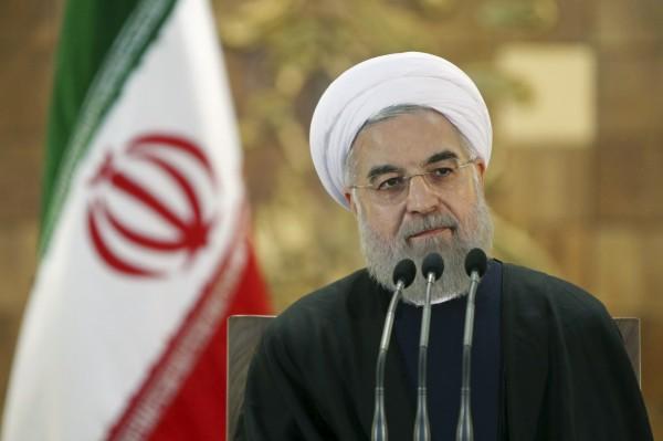 伊朗總統羅哈尼對美國新經濟制裁行動表示「將回擊」。(美聯社)
