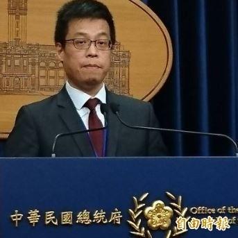 網路媒體今天報導,台南市長賴清德在2位新潮流大老遊說下,終於點頭答應,準備於9月接閣揆,對此,總統府發言人黃重諺表示,所謂內閣改組的傳聞,目前團隊並沒有這樣計畫,類似的臆測情節,也沒有評論的價值。(資料照)