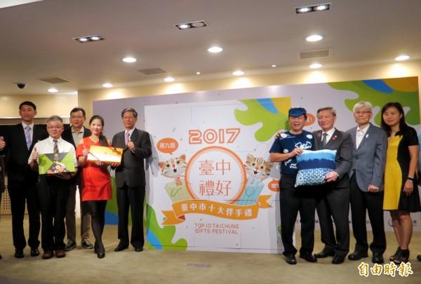 台中市十大伴手禮票選活動開跑,主辦單位呼籲業者踴躍報名。(記者張菁雅攝)
