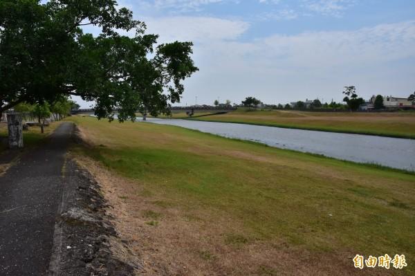 安農溪全長17公里,卻僅有二處公有廁所。(記者張議晨攝)