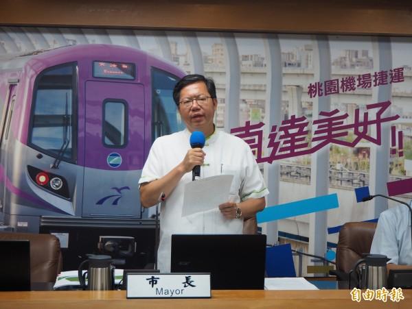 桃園市長鄭文燦上午在市政會議說明滲眉埤情形。(記者陳昀攝)