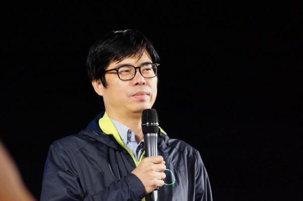陳其邁表示父親陳哲男服刑四年,早與社會脫節且不管政治(翻攝臉書)