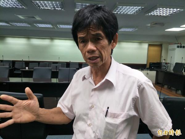 台南市議員李文正說,中華民國的幽靈還盤旋在台灣上空。(記者邱灝唐攝)