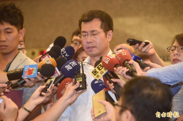 羅致政被拍到婚外情,日前開記者會鞠躬道歉。(資料照,記者叢昌瑾攝)