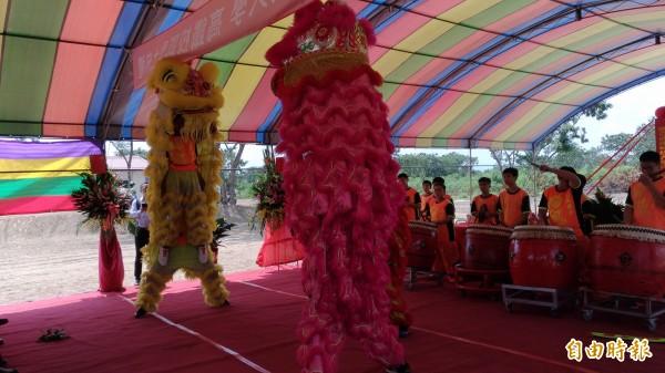虎尾國中醒獅團表演祥獅獻瑞,贏得滿場喝采。(記者廖淑玲攝)