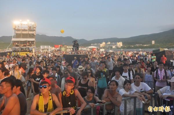 受尼莎颱風影響,新北市政府今天下午宣布,原訂28日至30日舉行的「2017新北市貢寮國際海洋音樂祭」將延期辦理。(資料照,記者俞肇福攝)