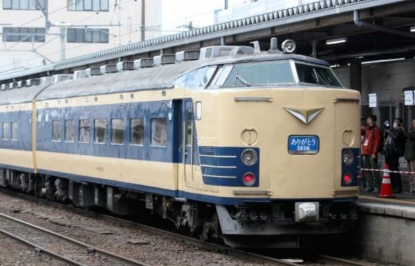 東日本旅客鐵道公司將把兩節今年退役的583系臥鋪列車,贈送給台灣籌備中的鐵道博物館展出。(洪致文提供)
