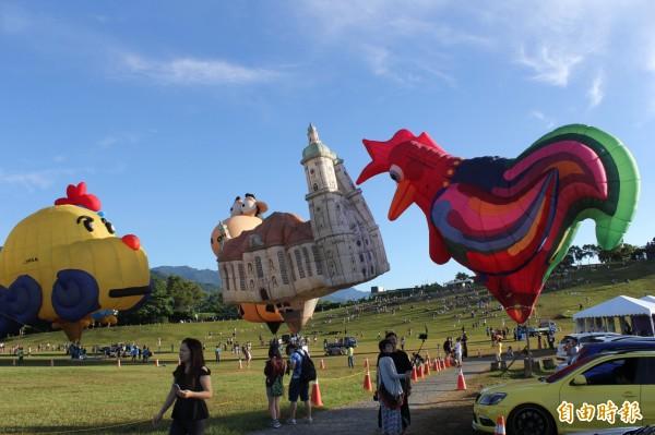 因颱風來襲,鹿野高台28至30日的熱氣球繫留體驗與造型球展球活動全部取消。(記者張存薇攝)